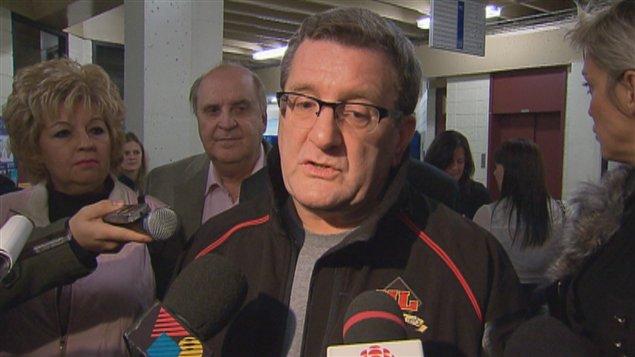 Régis Labeaume lors du point de presse dans l'arrondissement de Charlesbourg à Québec.