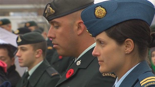 Des centaines de militaires ont participé à la cérémonie pour le jour du Souvenir à la base militaire de Valcartier.