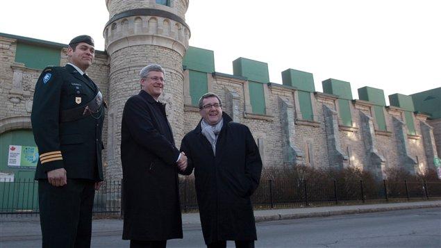 Le premier ministre Harper en compagnie du maire de Québec, Régis Labeaume
