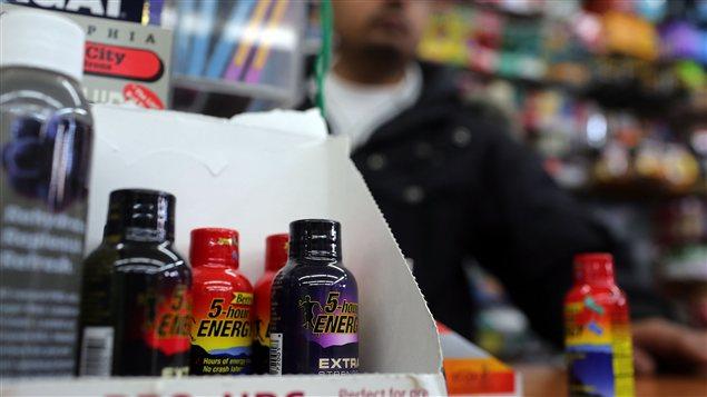 Des boissons 5-Hour Energy en vente dans un commerce