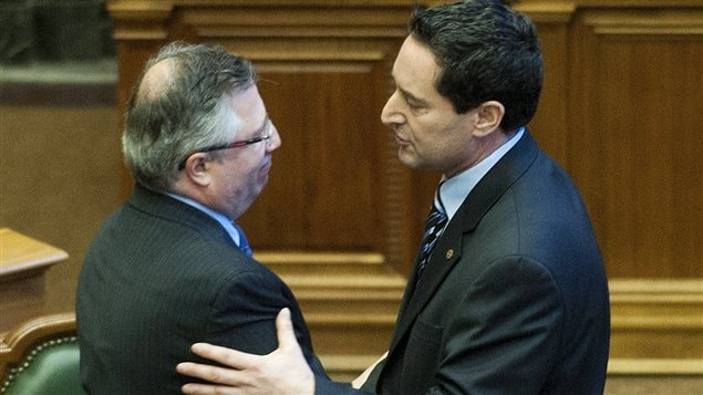 Richard Deschamps et Michael Applebaum se sont serré la main à l'issue de la divulgation des résultats du vote.
