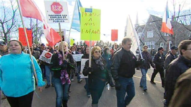 Des travailleurs ont manifest contre la r forme de l for Bureau assurance emploi