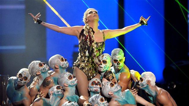 Ke$ha sur scène aux AMA