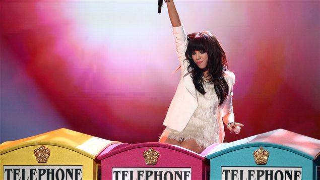 Carly Jepsen, la nouvelle artiste la plus populaire de l'année, en performance aux AMA