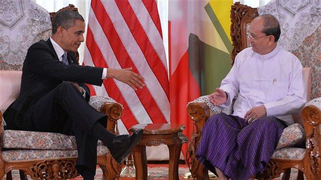 Le président américain Barack Obama rencontre son homologue birman Thein Sein au Myanmar le 19 novembre 2012.