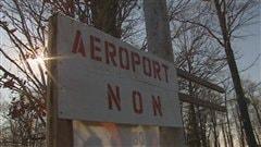 Plusieurs citoyens de Neuville s'opposent à la construction d'un aéroport dans leur municipalité.