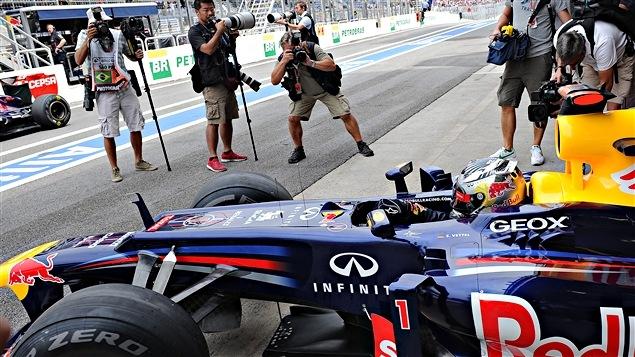 Sebastian Vettel dans les puits au Brésil