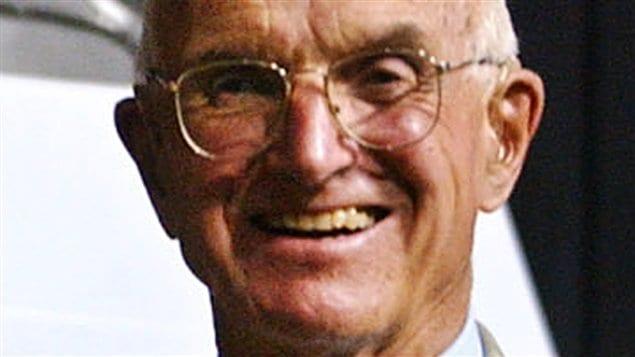 Joseph E. Murray, un médecin qui a réalisé la première greffe de rein et reçu un prix Nobel, en juillet 2004.