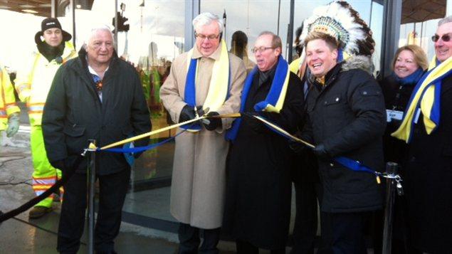 Winnipeg ikea ouvre ses portes des milliers de personnes ayant brav le f - Ouverture ikea dimanche ...