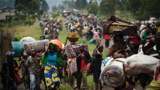 Des milliers de Congolais fuient la ville de Sake, à 26km de Goma, en raison des violences dans l'est de la République démocratique du Congo le 22 novembre 2012.