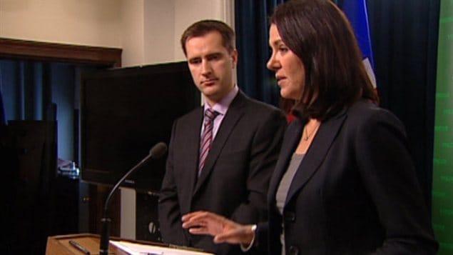 Danielle Smith, chef du Wildrose, et le député Rob Anderson parlent des allégations de conflits d'intérêts contre Alison Redford.