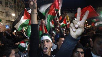 Des Palestiniens en liesse dans les rues de Ramallah.