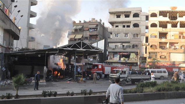 L'armée syrienne intensifie ses bombardements dans le cadre d'une vaste offensive pour reconquérir des positions autour Damas.