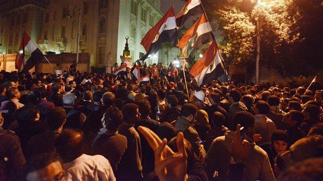 Les manifestants devant le palais présidentiel