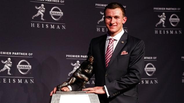 Johnny Manziel a remporté le trophée Heisman.