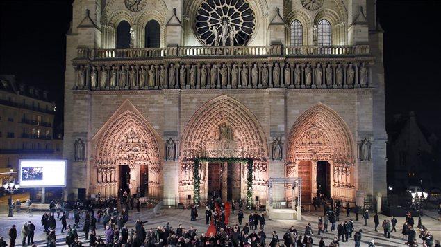 La France a amorcé le 12 décembre 2012 le début des festivités du 850e anniversaire de la cathédrale Notre-Dame de Paris.