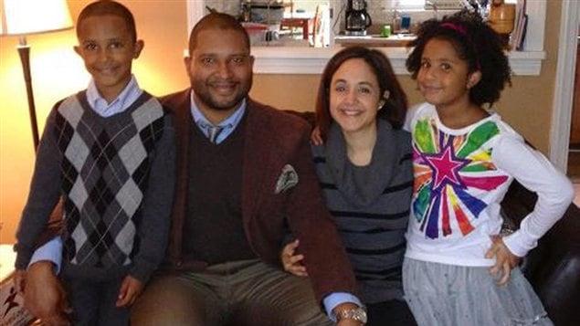 La fille de six ans, Ana Grace Marquez, est à droite aux côtés de ses parents et de son frère