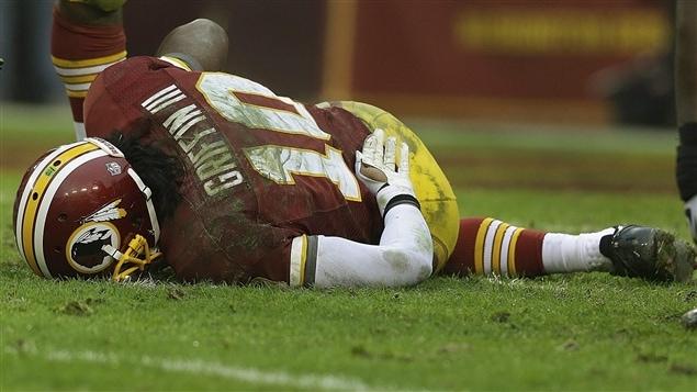 Robert Griffin III des Redskins de Washington s'est blessé au genou droit dans un match contre les Ravens de Baltimore.