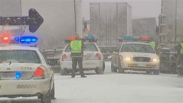 Le carambolage perturbe énormément la circulation sur l'autoroute 40 ouest.