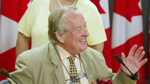 L'ancien sénateur libéral Laurier Lapierre en août 2002