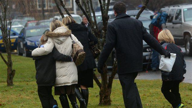 Des familles qui ont assisté aux funérailles de Jack Pinto, 6 ans.
