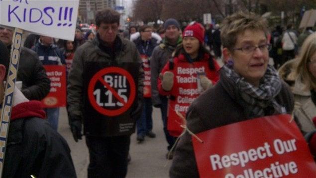 Des milliers d'enseignants du primaire font la grève mardi à Toronto.