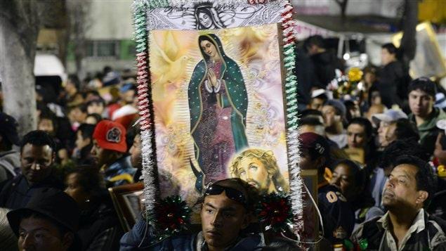 Des chrétiens célèbrent la Vierge de Guadalupe à Mexico.