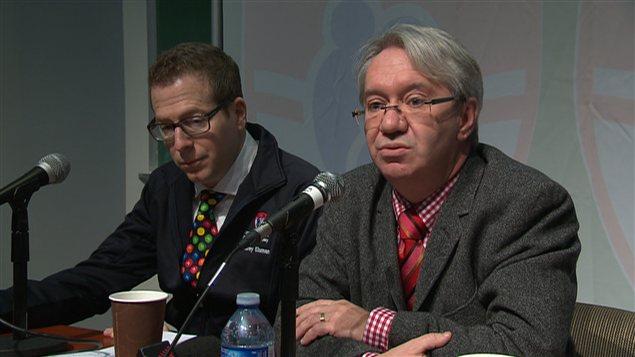 Les docteurs Harley Eisman, de l'Hôpital de Montréal pour enfants, et Marc Girard, du CHU Ste-Justine, au cours d'une conférence de presse le 20 décembre