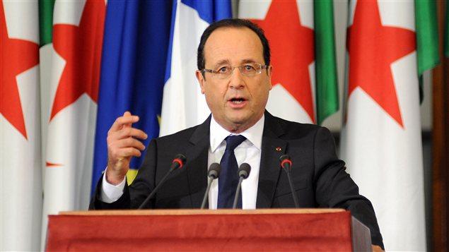 Le président Français François Hollande  lors d'un discours au Parlement algérien