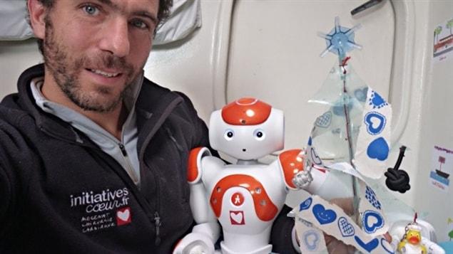 Tanguy de Lamotte et son robot Nao