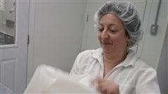 Hélène Lessard, copropriétaire de la la fromagerie La Ferme au village, à Lorrainville