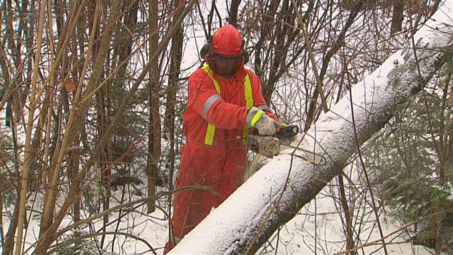 Un travailleur d'Hydro-Québec