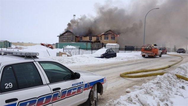 L'immeuble en flammes à Regina