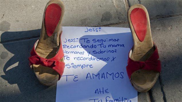 Une note destinée à une femme disparue ainsi que des chaussures lui appartenant à Ciudad Juarez, au Mexique