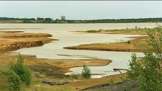 Depuis plus de 30 ans, Sudbury utilise des basins de résidus appartenant à la compagnie Vale pour y déverser les boues de la station d'épuration.