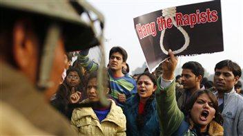 En Inde, les manifestations en lien avec le viol d'une jeune étudiante se poursuivent.