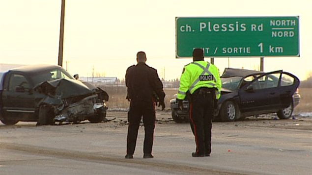 Des policiers sur les lieux de l'accident près de la route Plessis.