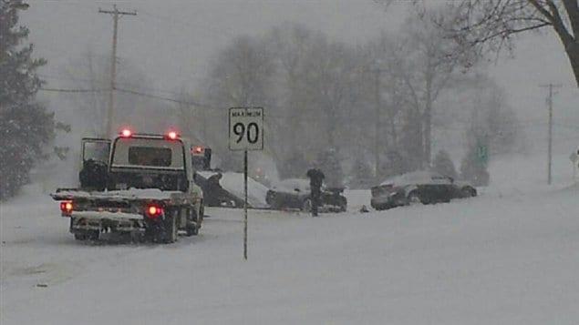 Un accident impliquant trois véhicules a fait trois blessés dans le secteur Lennox de Sherbrooke.