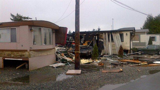 Des maisons mobiles brûlées à Surrey