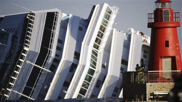 Le 13 janvier, le bateau de croisière Costa Concordia s'échoue au large de la côte italienne. Trente-deux personnes meurent dans l'accident.