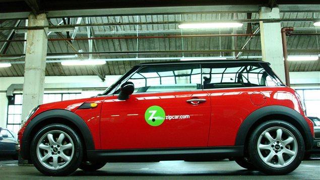 Un véhicule de la flotte de l'entreprise de partage de voitures Zipcar.
