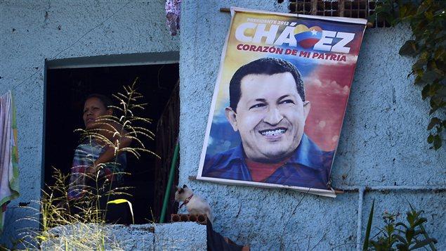 Une affiche du président Hugo Chavez à Caracas