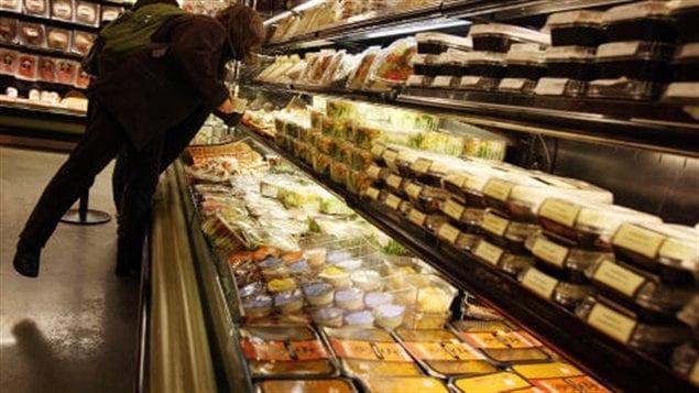 Une allée de supermarché