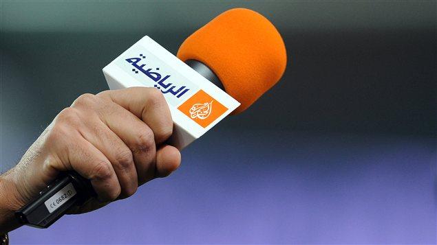 Micro portant le logo du télédiffuseur Al-Jazeera en mars 2012.