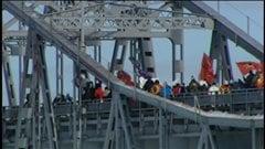 Les manifestants ont bloqué la frontière canado-américaine à Cornwall pendant plus de 3 heures, samedi.