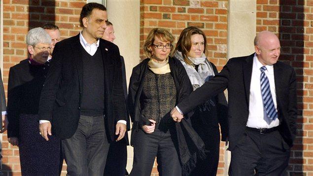 Gabrielle Giffords, l'ancienne représentante du huitième district de l'Arizona à la Chambre des représentants des États-Unis, en visite à l'école de Newtown, au Connecticut, où s'est déroulé une tuerie le 14 décembre 2012