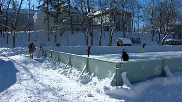 La patinoire de rideau hall accueille ses premiers for Patinoire exterieur montreal