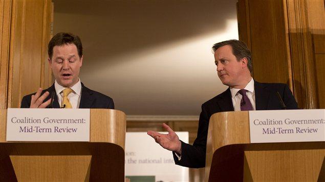 Le premier ministre britannique David Cameron et, à sa droite, le vice-premier ministre, Nick Clegg