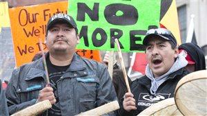 De nombreux Autochtones participent à la manifestation d'Ottawa.