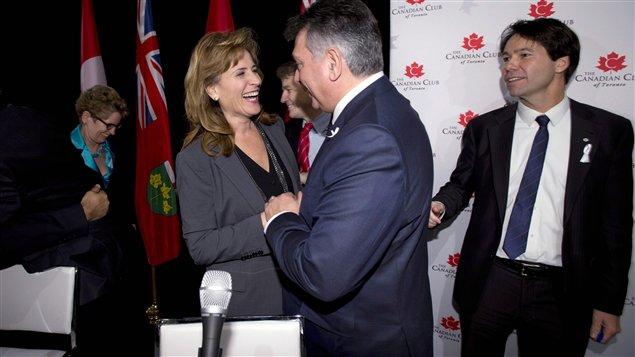 Des candidats à la direction du Parti libéral de l'Ontario lors d'un débat.